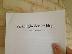 Virkeligheden er klog - Anmeldelse af Mikael Rieck